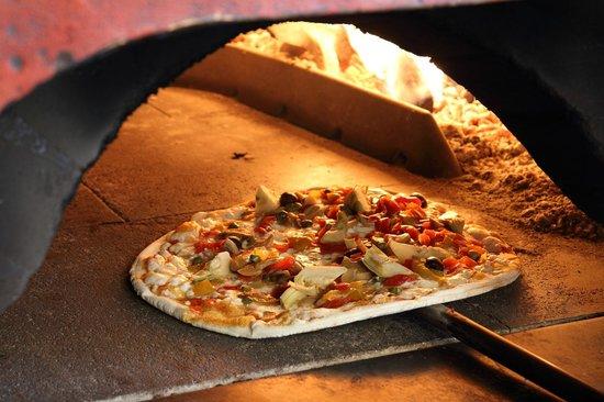 Mariano Comense, Italia: pizza sottile, partenopee, di kamut senza lievito, integrale