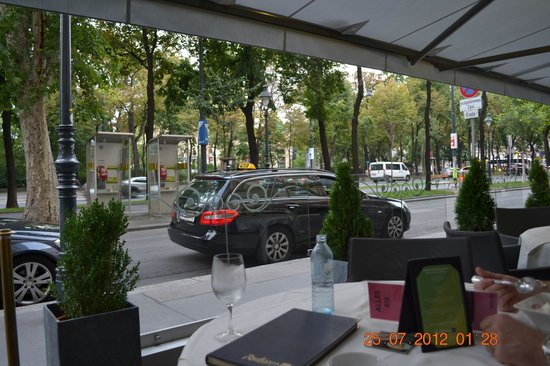 Radisson Blu Palais Hotel, Vienna:                                     View from streetside cafe