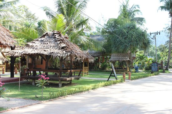 Lanta Pearl Beach Resort:                   Relaxing area