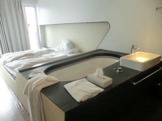 Hotel Q!:                   Zimmer