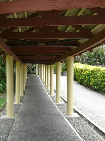 Shangri-La's Fijian Resort & Spa:                   Walkways