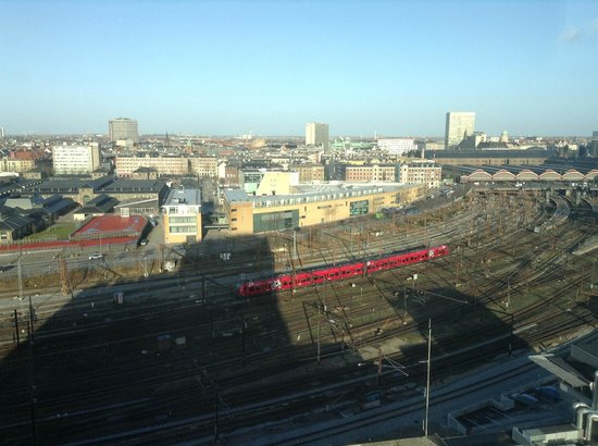 Wakeup Copenhagen Carsten Niebuhrs Gade:                   Room view (including noisy railroad station and area)