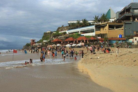 New Kuta Hotel:                   На пляже Dreamland