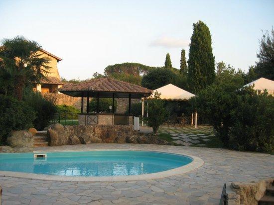 Abbazia dei Collemedio:                   panorama dalle piscine