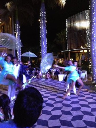 Long Beach Golf & Spa Resort: All nights different shows & dance in the resort