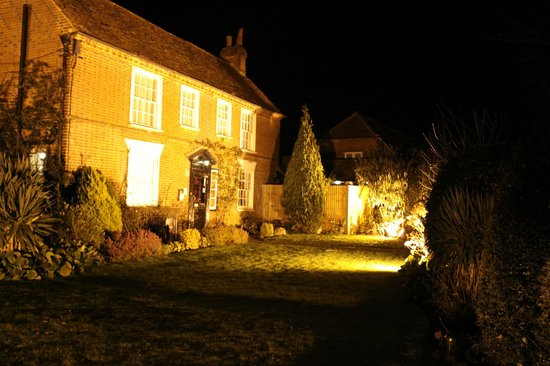 Newtown House Hotel :                   night time of newtown house