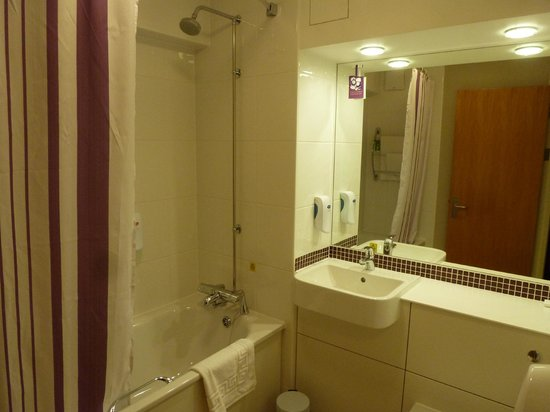 Premier Inn Edinburgh City Centre (Princes Street) Hotel:                   Salle de bain