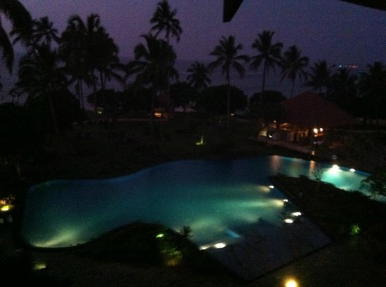 Hikka Tranz by Cinnamon: Views at Night from the balcony Room # 304