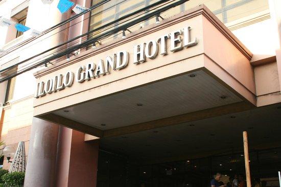 Iloilo Grand Hotel: Outside the hotel