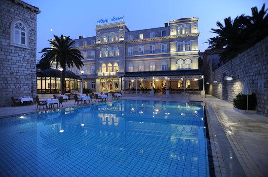 Hotel Lapad: Lapad at night