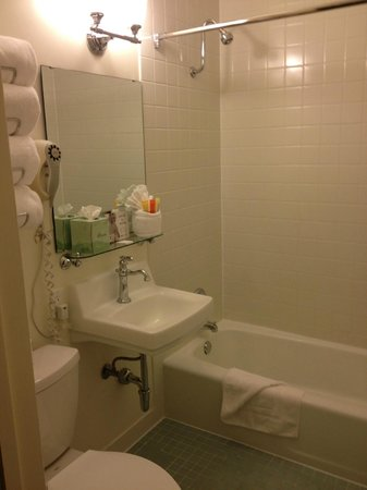 The Lafayette Hotel, Swim Club & Bungalows:                   bathroom