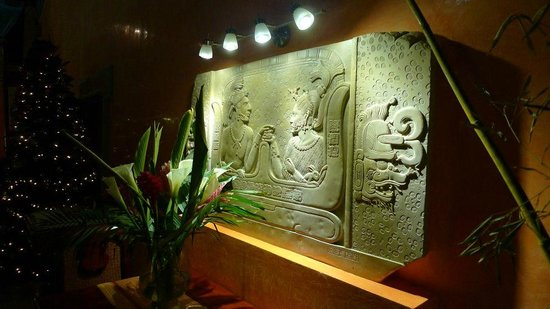 Boutique Hotel Quinta Chanabnal: Tablet with Mayan hierogliphs depicting the founding of the hotel
