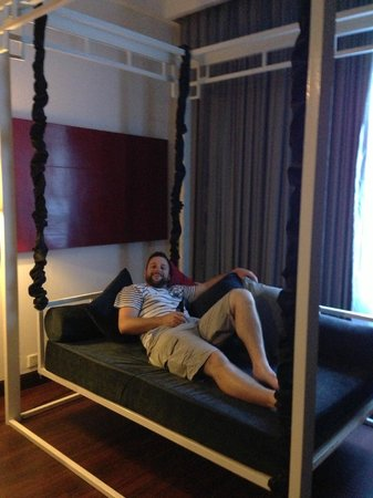 Memoire d' Angkor Boutique Hotel:                                     Swinging lounge bed!