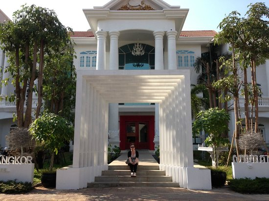 Memoire d' Angkor Boutique Hotel:                                     Front of hotel