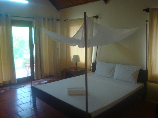 Thanh Kieu Beach Resort: Simple bed