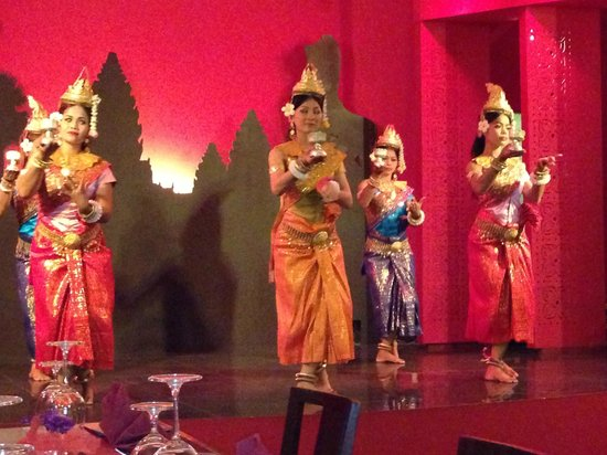 Memoire d' Angkor Boutique Hotel:                                     Dinner night with dancing
