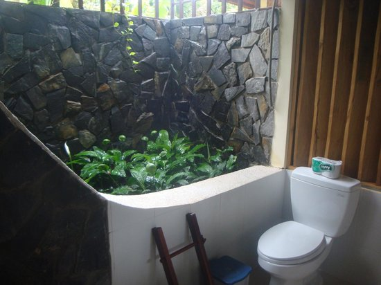 Thanh Kieu Beach Resort: Open air bathroom
