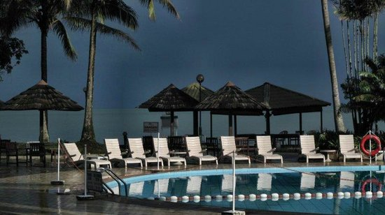 Damai Beach Resort: TeE big pool