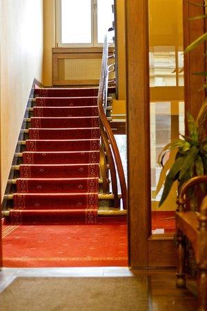 Hotel Columbus: Corridor