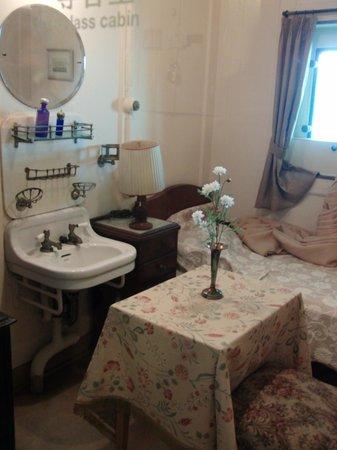 NYK Hikawamaru Exhibits:                   一等客室