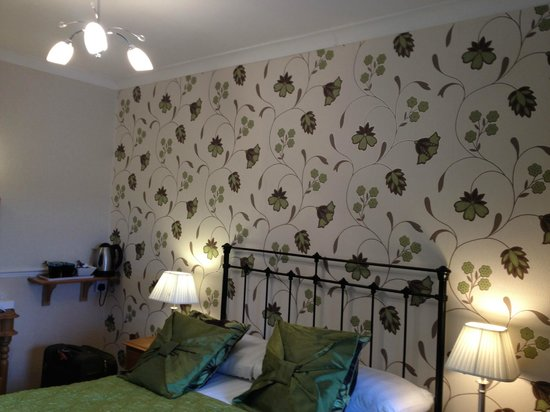 Rockside Guest House: Room Wall paper