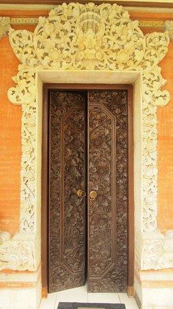 DePradha Guest House :                   Zimmertür