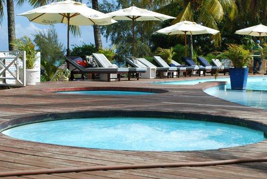 Mont Choisy Coral Azur Beach Resort:                   piscina