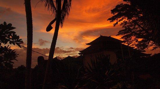 Pradha Guest House:                   Sonnenuntergang