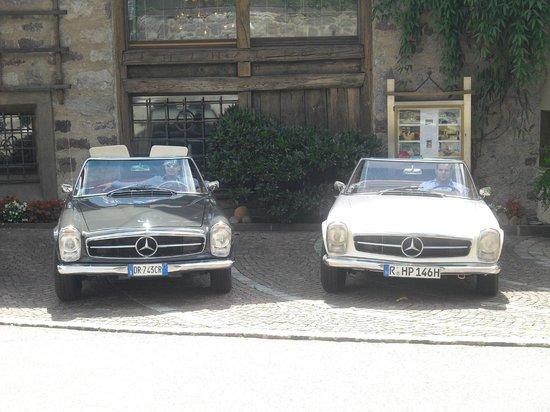 Ansitz Plantitscherhof: Oldtimer Hotel in Meran - Autovermietung Mercedes-Benz Pagode 230 SL