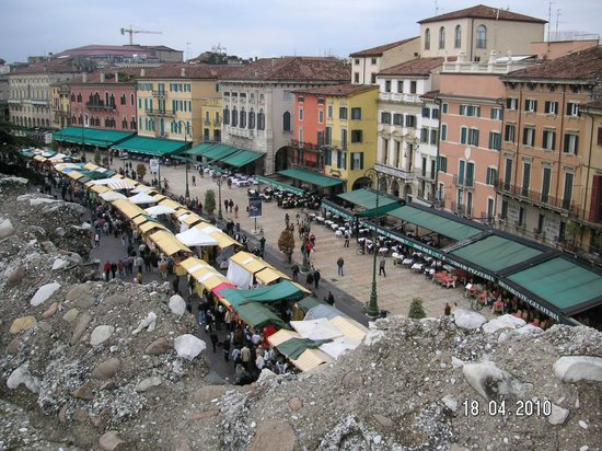 Hotel Torcolo :                   View of the markets from the Arena
