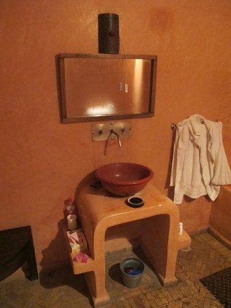 Riad des Etoiles:                   Bathroom