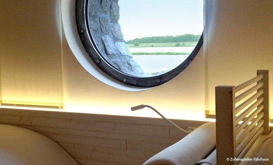 Zollenspieker Fährhaus Hotel: Saunalandschaft mit Elbblick