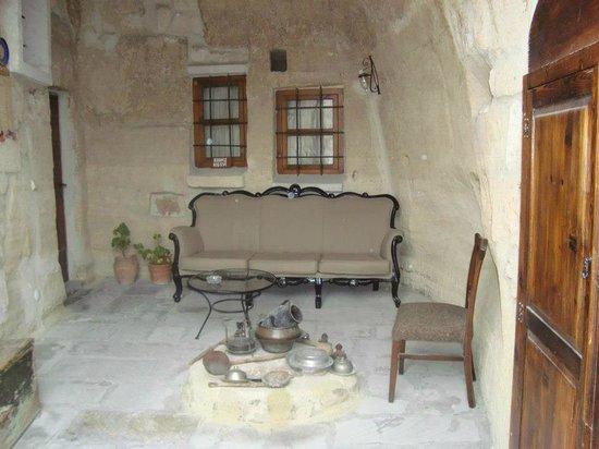 Aydinli Cave Hotel:                   DECORAÇÃO COM MOVEIS DA FAMÍLIA