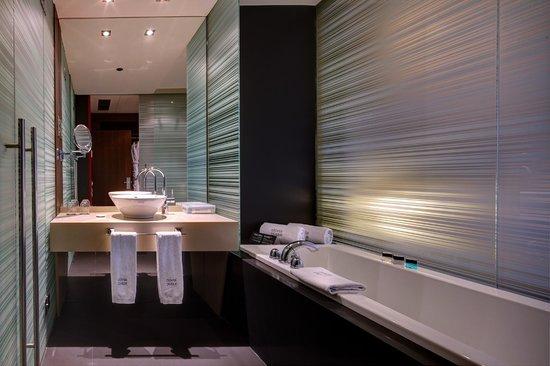 Olivia Plaza Hotel: Baño Habitación superior