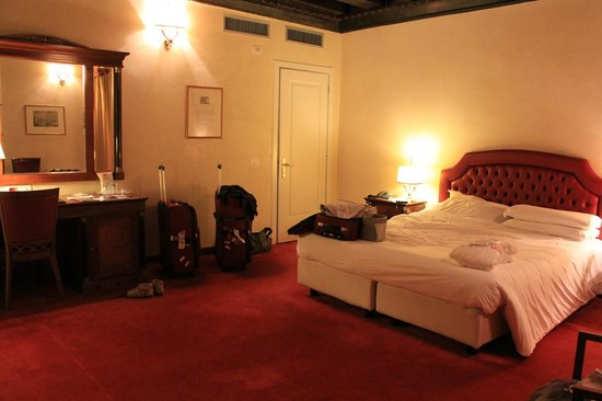 Hotel Dona Palace:                   Very large bedroom area