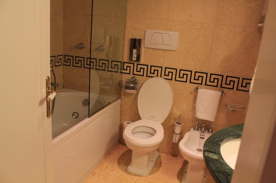 Hotel Dona Palace:                   bathroom