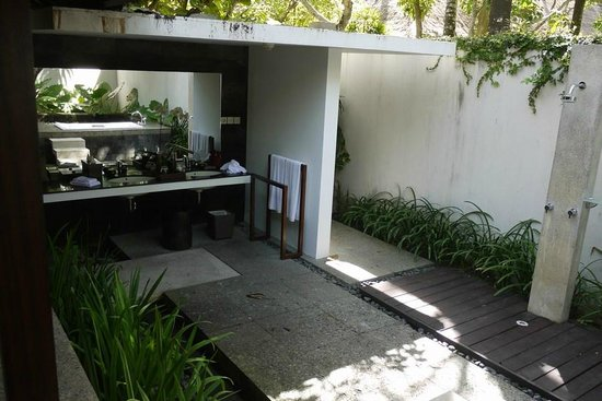 Kayumanis Jimbaran Private Estate & Spa:                   outdoor toilet