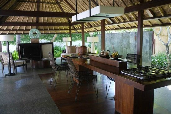 Kayumanis Jimbaran Private Estate & Spa:                   outdoor living room in the private estate