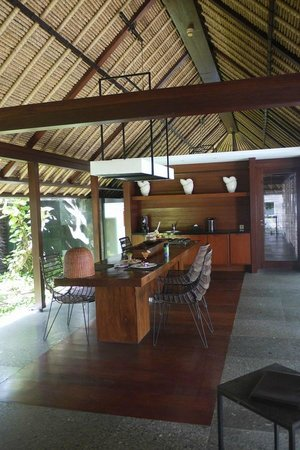 Kayumanis Jimbaran Private Estate & Spa:                   outdoor kitchen
