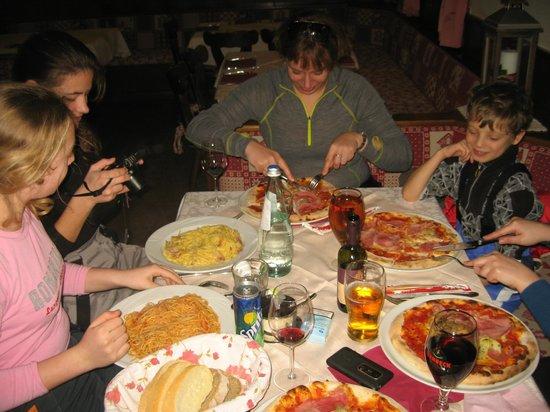 Ristorante Pizzeria La Roda:                   Pizza and pasta