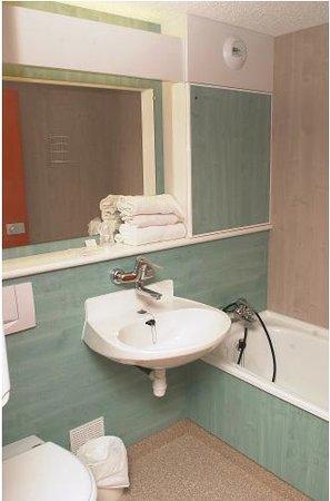 Hotel La Roseraie: Bathroom / Salle de Bain