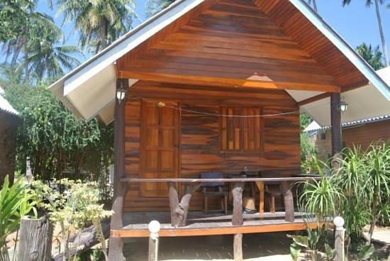 Lanta New Coconut Bungalow :                   our fan room