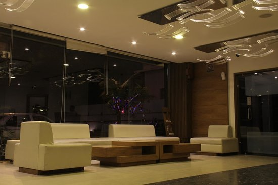 Platinum Inn Hotel: Reception Area