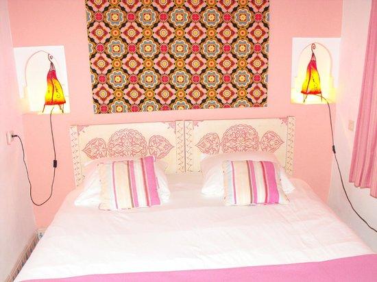 Riad Miliana:                   notre chambre rose