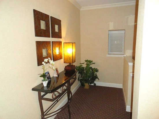 BEST WESTERN PREMIER Eden Resort & Suites: When you come into the village, there is a little table