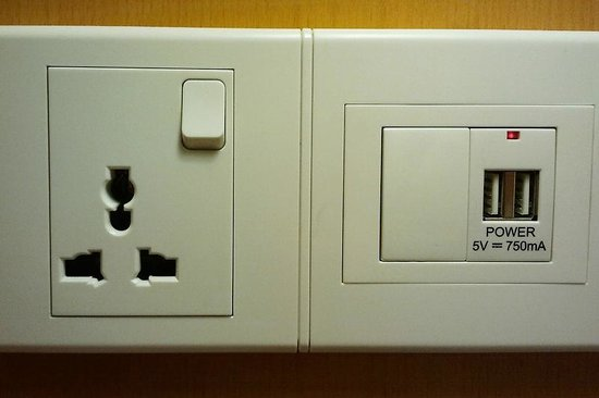 Ibis Singapore on Bencoolen:                                     Universal socket and USB power outlet