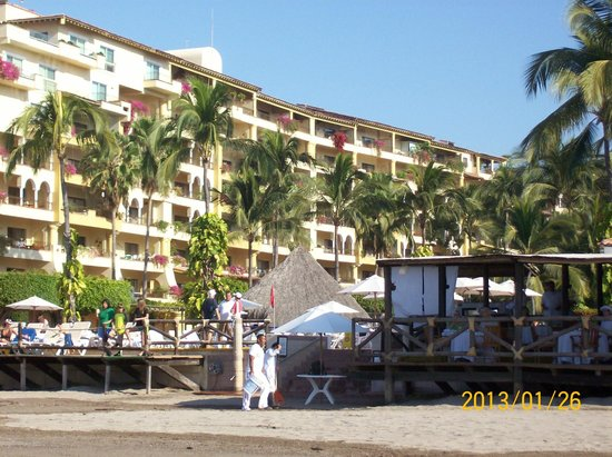 Velas Vallarta Suite Resort:                   the hotel seen by the beach