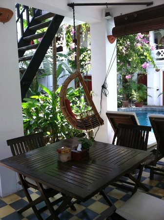Golden Banana Bed & Breakfast & Boutique  Hotel:                   Quiet dining/bar area