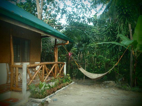 Golden Monkey Cottages:                   the room