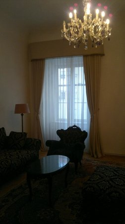 Antiq Palace Hotel & Spa:                   Sitting room in apartment